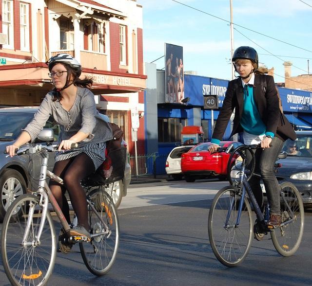 İşe araba yerine bisikletle ya da yürüyerek gidene ödül var!