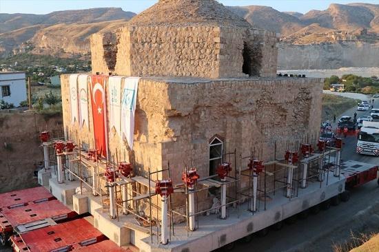 650 yıllık tarihi olan Artuklu Hamamı taşındı