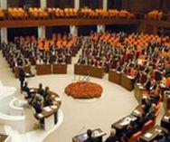 Kentsel dönüşüm proje alanlarını genişleten yasa teklifi Meclis'te tartışmalar arasında kabul edildi...