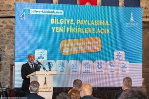 Izmir-Buyuksehir-Belediye-Baskani-Tunc-Soyer