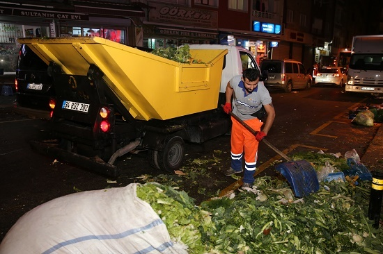 Zeytinburnu Belediyesi'nde Çöpler Geri Dönüşerek Gübre Olarak Kullanılıyor