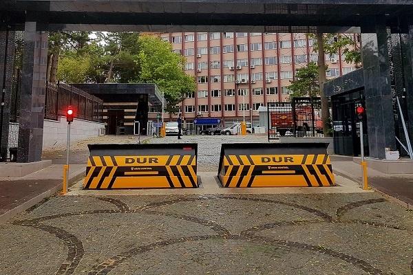 İzinsiz Araç Girişini Teleskopik Road Blocker ile Önlemek Mümkün