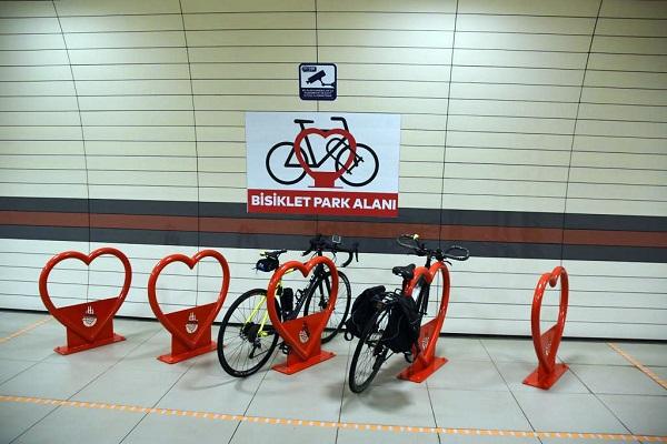 """İstanbul Metrosuna """"Bisiklet Parkları"""" Kuruluyor"""