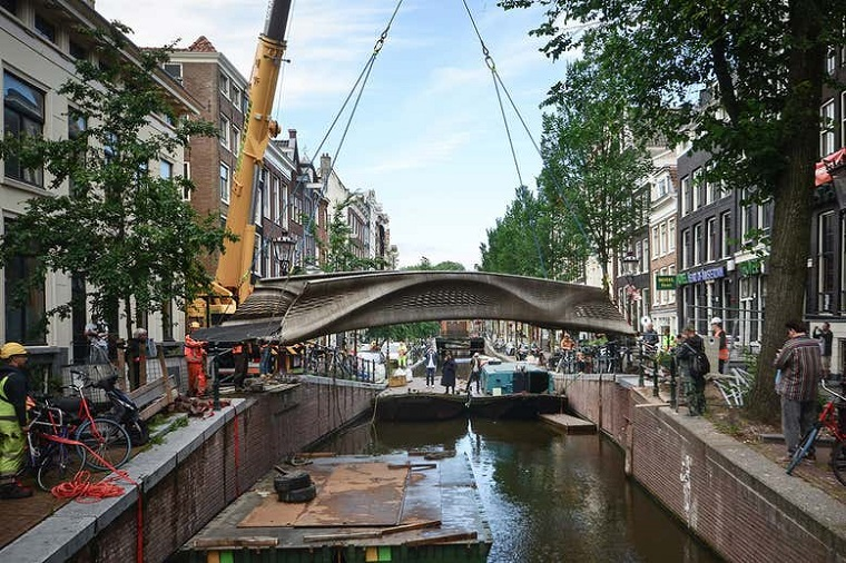 Dünyanın İlk 3D Baskılı Çelik Köprüsü Amsterdam'da Açıldı